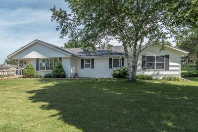 Waukesha Single Family Home For Sale: S58w25448 Crest Dr