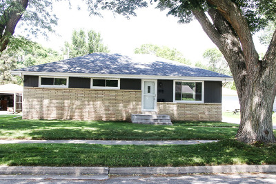 Waukesha Single Family Home Active Contingent With Offer: 1540 Pine St