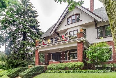 Milwaukee Condo/Townhouse Active Contingent With Offer: 2717 E Park Pl