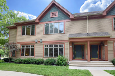 Shorewood Condo/Townhouse For Sale: 2216 E Edgewood Ave