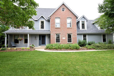 Brookfield Single Family Home Active Contingent With Offer: 20355 Wetherby Ct