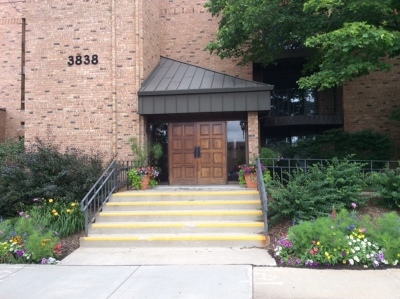 Shorewood Condo/Townhouse Active Contingent With Offer: 3838 N Oakland Ave #267