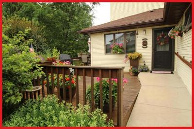 Lake Mills Condo/Townhouse Active Contingent With Offer: N6973 Rock Lake Rd #22
