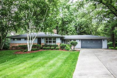 Mequon Single Family Home Active Contingent With Offer: 2825 W Sholes Dr