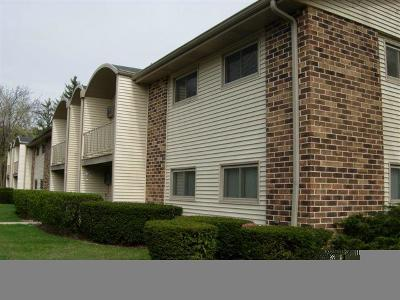 Milwaukee County Condo/Townhouse For Sale: 3921 W County Line Rd #12