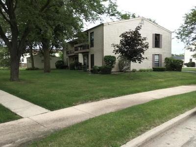 Waukesha Condo/Townhouse For Sale: 1887 Haymarket Rd #APT32