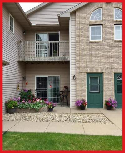 Lake Mills Condo/Townhouse Active Contingent With Offer: 300 E Tyranena Park Rd #3