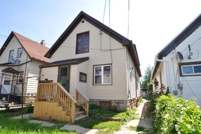Milwaukee County Single Family Home For Sale: 2025 S 11th St