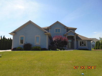 Milwaukee Single Family Home Active Contingent With Offer: 11021 W Sanctuary Dr
