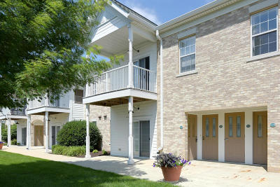 Waukesha Condo/Townhouse For Sale: 2704 Northview Road #145