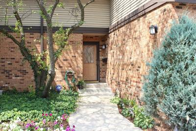 Elm Grove Condo/Townhouse For Sale: 930 Pilgrim Parkway #B