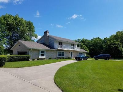 Mequon Single Family Home For Sale: 812 W Glen Oaks Ln