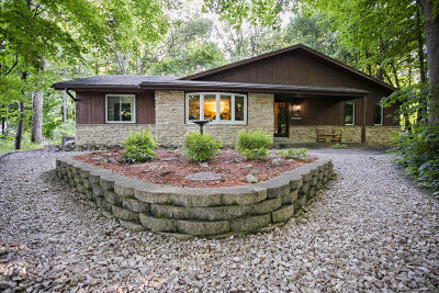 Waukesha Single Family Home Active Contingent With Offer: N27w22161 Timberwood Ln