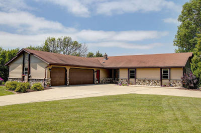Slinger Single Family Home Active Contingent With Offer: 5341 Kettle View Ct