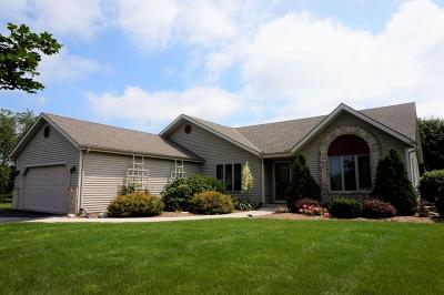 Waukesha Single Family Home Active Contingent With Offer: W257s5314 Wood Lilly Ln