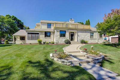 Whitefish Bay Single Family Home For Sale: 6100 N Lake Dr