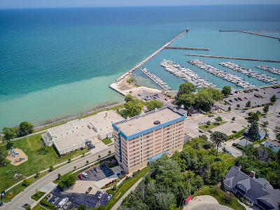 Ozaukee County Condo/Townhouse Active Contingent With Offer: 415 N Lake St #705