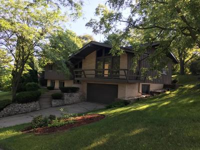 Waukesha Single Family Home For Sale: 107 Westminster Dr