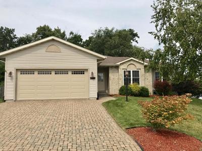 Waukesha Single Family Home For Sale: 2328 Brookstone Ln