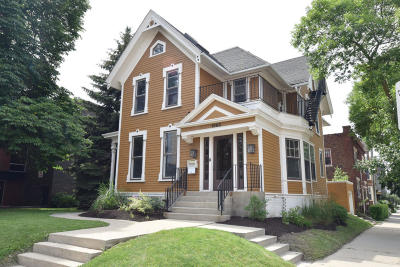 Milwaukee Single Family Home For Sale: 1863 N Farwell Ave