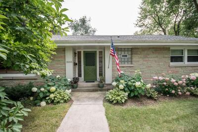 Waukesha Single Family Home For Sale: 1005 Windsor Dr