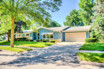 Waukesha Single Family Home For Sale: 1230 Downing Drive