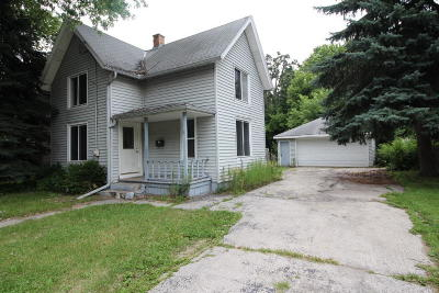 Waukesha Single Family Home For Sale: 1529 Jefferson Ave
