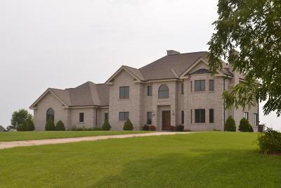 Waukesha Single Family Home For Sale: W295s5458 Holiday Oak Dr