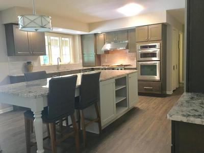 Brookfield Single Family Home For Sale: 1855 Old Oak Ct