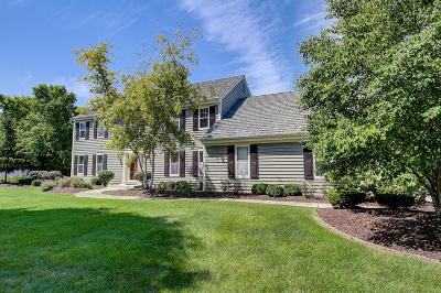 Mequon Single Family Home Active Contingent With Offer: 10505 N Beechwood Dr