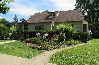 Single Family Home For Sale: 830 N Main St