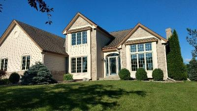 Mequon Single Family Home For Sale: 11035 N Bennington Ct
