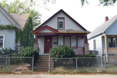 Milwaukee County Single Family Home For Sale: 3143 N 39th St