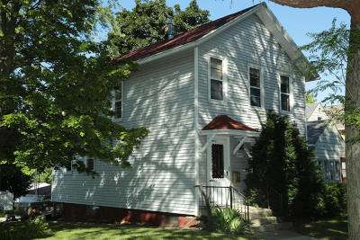 Milwaukee Single Family Home For Sale: 2545 S Wentworth Ave