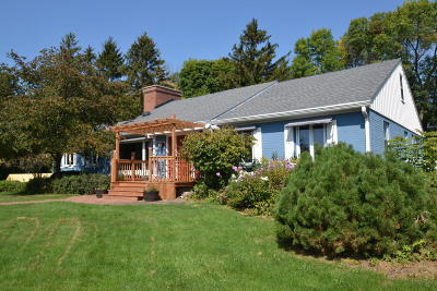 Menomonee Falls Single Family Home For Sale: N93w15408 Hillside Ln