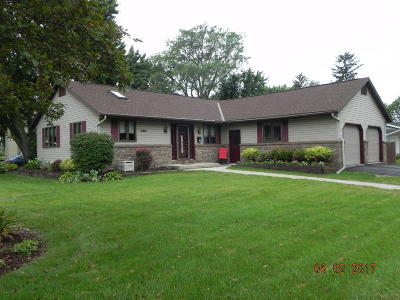 Fort Atkinson WI Single Family Home Active Contingent With Offer: $179,900