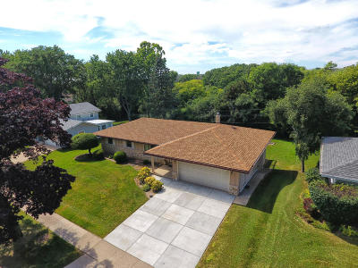 Greendale Single Family Home For Sale: 5840 Lakeview Dr