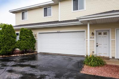 Slinger Condo/Townhouse Active Contingent With Offer: 643 Beaus Bay #2