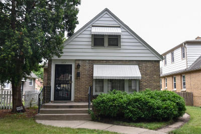 Milwaukee Single Family Home Active Contingent With Offer: 4816 W Scranton Pl