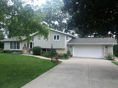 Kenosha Single Family Home Active Contingent With Offer: 3004 88th Pl