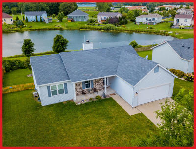 Lake Mills Single Family Home For Sale: 271 Stonefield Dr