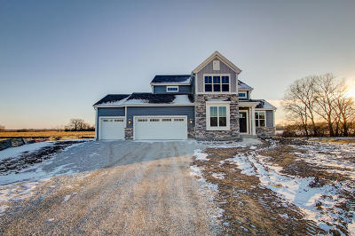 Muskego Single Family Home For Sale: S87w17851 Edgewater Ct