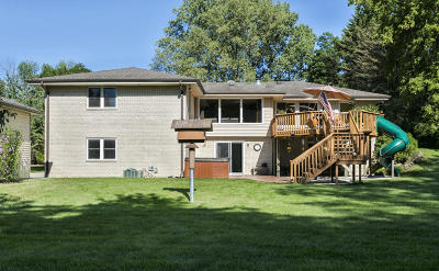 Brookfield Single Family Home For Sale: 905 N Brookfield Rd