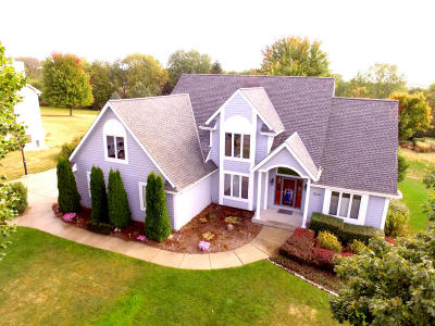 Waukesha Single Family Home For Sale: 1708 Tallgrass Cir