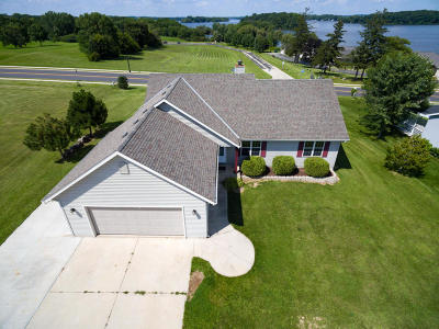 Single Family Home Active Contingent With Offer: 527 Island View Cir