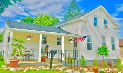 Jefferson Single Family Home Active Contingent With Offer: 410 E Racine St
