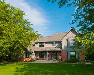 Ozaukee County Single Family Home For Sale: 4896 Upper Forest Beach Rd