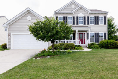 West Bend Single Family Home For Sale: 634 Riverwood Ln