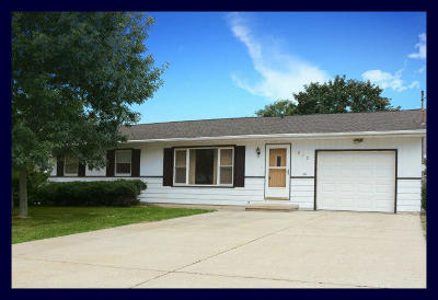 Jefferson Single Family Home Active Contingent With Offer: 813 Clover Ct