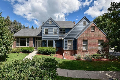 Ozaukee County Single Family Home Active Contingent With Offer: 1838 Maple Rd